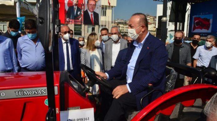 Mevlüt Çavuşoğlu traktör